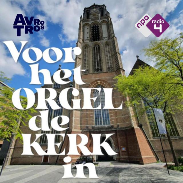 Voor het orgel de kerk in